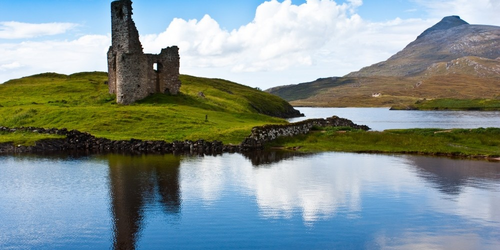 Sutherland - path to a ruin castle